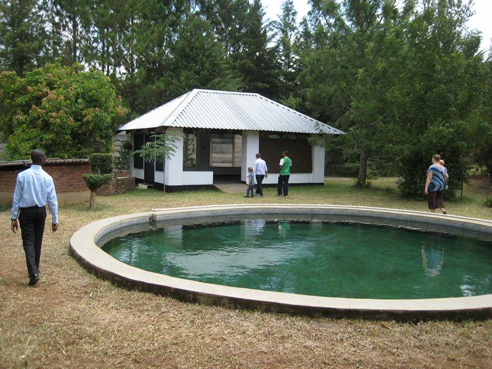 Base swimming pool